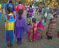 Muchachas en el PowWow en Stanford. Fotos de archivo
