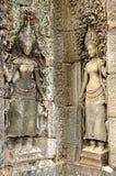 Muchachas en el todo el templo de Bayon Foto de archivo libre de regalías