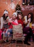 Muchachas en la Navidad Imagen de archivo libre de regalías