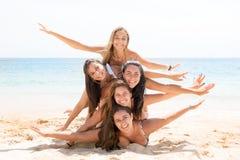 Muchachas en la playa Fotos de archivo libres de regalías