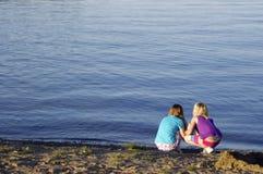 Muchachas en la playa Imágenes de archivo libres de regalías