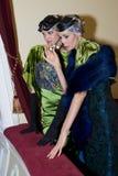 Muchachas en rectángulo del teatro fotografía de archivo libre de regalías