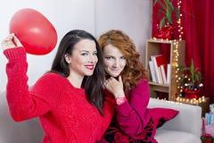 Muchachas en rojo Imagen de archivo libre de regalías