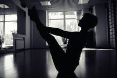 Muchachas en sitio de la yoga Fotografía de archivo