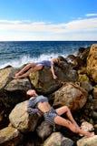 Muchachas en un chaleco después del naufragio Fotos de archivo