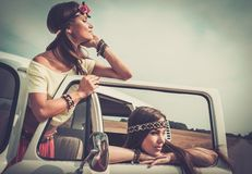 Muchachas en un viaje por carretera Imagen de archivo