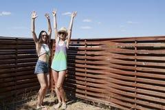 Muchachas felices de las vacaciones Fotografía de archivo libre de regalías