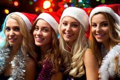 Muchachas felices en una Navidad Foto de archivo libre de regalías