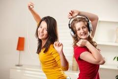 Muchachas felices que bailan a la música Fotografía de archivo