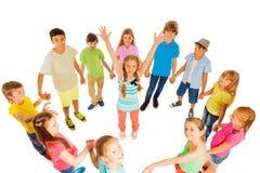 Muchachas felices que se colocan en círculo de los niños Fotografía de archivo