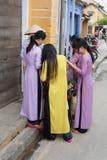 Muchachas Hoi An que hace compras, Vietnam Fotografía de archivo libre de regalías