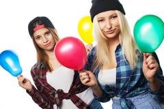 Muchachas jovenes del inconformista con los globos Foto de archivo