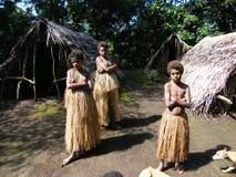 Muchachas nativas en Vanuatu imagenes de archivo