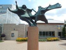 Muchachas que bailan la escultura Foto de archivo