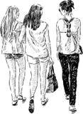 Muchachas que caminan Imágenes de archivo libres de regalías