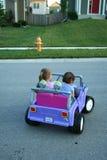 Muchachas que conducen el coche Foto de archivo libre de regalías