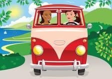 Muchachas que conducen una furgoneta que acampa Fotografía de archivo libre de regalías