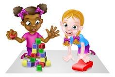 Muchachas que juegan con los bloques y Toy Car Foto de archivo