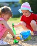 Muchachas que juegan en el parque Foto de archivo libre de regalías