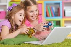 Muchachas que juegan a juegos Imagen de archivo libre de regalías