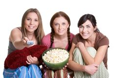 Muchachas que miran la televisión Imagen de archivo libre de regalías