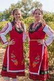 Muchachas que presentan durante el festival de la cosecha de Rose en Bulgaria Fotos de archivo libres de regalías