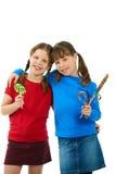 Muchachas sonrientes con los lollipops Imágenes de archivo libres de regalías