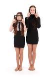 Muchachas sonrientes del retrato dos con la tableta digital que hace el selfie Fotografía de archivo libre de regalías