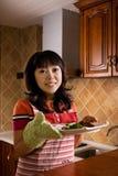 Muchachas y alimento chinos Foto de archivo libre de regalías