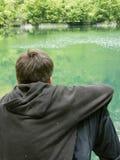 Muchacho abstraído en Green River Fotos de archivo