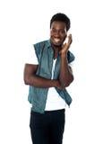 Muchacho adolescente africano que disfruta de música Imágenes de archivo libres de regalías