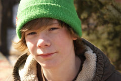 Muchacho adolescente afuera Fotos de archivo libres de regalías