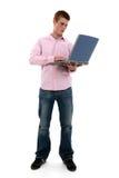 Muchacho adolescente atractivo con la computadora portátil Imagenes de archivo