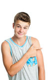 Muchacho adolescente atractivo que señala a un lado con el finger Fotografía de archivo