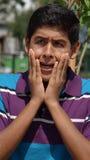 Muchacho adolescente chocado o asustado Foto de archivo