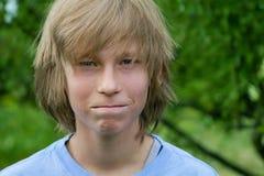 Muchacho adolescente Close-Mouthed Imagen de archivo