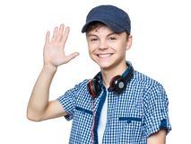 Muchacho adolescente con el casquillo y los auriculares Foto de archivo libre de regalías