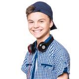 Muchacho adolescente con el casquillo y los auriculares Imagen de archivo libre de regalías