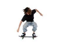 Muchacho adolescente con el patín que salta sobre blanco Imagenes de archivo