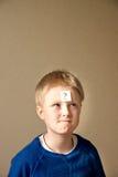 Muchacho (adolescente) con el signo de interrogación Fotografía de archivo