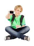 Muchacho adolescente con el teléfono elegante Fotografía de archivo