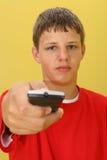 Muchacho adolescente con el telecontrol Imagen de archivo