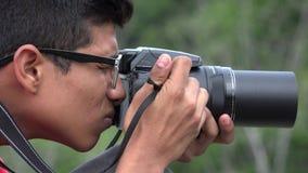 Muchacho adolescente con la cámara de la fotografía Imagenes de archivo