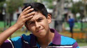 Muchacho adolescente con la confusión Foto de archivo