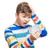 Muchacho adolescente con las tarjetas del juego Imagen de archivo libre de regalías