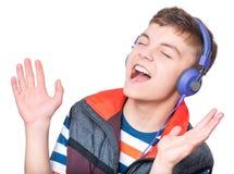 Muchacho adolescente con los auriculares Imágenes de archivo libres de regalías