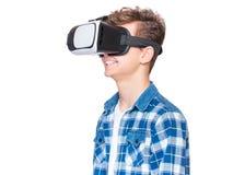 Muchacho adolescente con los vidrios de VR Fotos de archivo libres de regalías