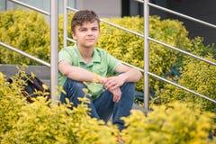 Muchacho adolescente de nuevo a escuela Imágenes de archivo libres de regalías