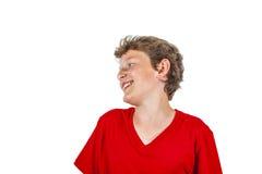 Muchacho adolescente de risa aislado en blanco Imagen de archivo