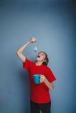 Muchacho, adolescente, doce años en la camisa roja Imagen de archivo